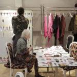 Un'altra immagine tratta dal documentario Westwood. Punk, Icona, Attivista di Lorna Tucker (UK, 2018)