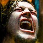 Urlo di dolore per Logan Miller durante Escape Room di Adam Robitel (USA, Canada 2019)