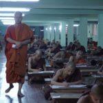 Ashin Wirathu tra i suoi proseliti nel documentario Il venerabile W. di Barbet Schroeder (Francia, Svizzera 2017)