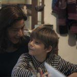 Carolina Barnao e suo figlio nel documentario Scuola in mezzo al mare di Gaia Russo Frattasi (Italia, 2018)