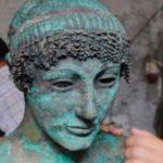 Il restauro della statua del titolo nel documentario L'Apollon de Gaza di Nicolas Wadimoff (Svizzera, Canada, Palestina 2018)