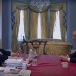 Stephen K. Bannon a colloquio con Nigel Farage in un momento del documentario The Brink - Sull'orlo dell'abisso di Alison Klayman (USA, 2019)