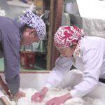 Un'altra immagine di laboriosa attività nel documentario Kampai! Sake Sisters di Konishi Mirai (Giappone, 2019)