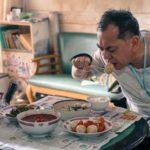 Anthony Wong alla prese con un pasto durante Still Human di Oliver Chan (Hong Kong, 2018)