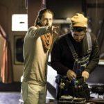 Il regista dà indicazioni sul set duurante le riprese di 8 di Gabriele Fabbro (USA, 2019)