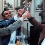Stefano Satta Flores, Vittorio Gassman e Nino Manfredi brindano in C'eravamo tanto amati di Ettore Scola (Italia, 1974)