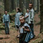 Bambini in fuga dal lager in Werewolf di Adrian Panek (Wilkolak, Polonia, Germania, Olanda 2018)