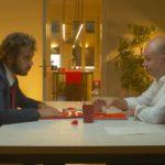 """Andrea Pisani in un """"disperato"""" colloquio di lavoro durante il corto Mezzanotte zero zero di Nicola Conversa (Italia, 2018)"""
