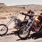 Immagine di culto: Peter Fonda e Dennis Hopper in sella alle moto durante Easy Rider di Dennis Hopper (USA, 1969)