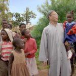 Un'immagine pacificante tratta dal documentario Buddha in Africa di Nicole Schafer (Svezia, Sud Africa 2019)