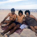 Un giovane Maradona in spiaggia con i genitori in un'immagine tratta dal documentario Diego Maradona di Asif Kapadia (UK, 2919)