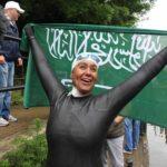 Mariam Bin Laden trionfante dopo una vittoria nel documentario I am Mariam Bin Laden di Vito Robbiani (Svizzera, 2019)