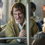 Joaquin Phoenix in crisi di nervi durante Joker di Todd Phillips (USA, Canada 2019)