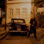 Un'immagine fortemente melodrammatica tratta da La vita invisibile di Eurídice Gusmão di Karim Aïnouz (A Vida Invisível, Brasile 2019)
