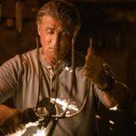 Sylvester Stallone prepara le armi durante Rambo - Last Blood di Adrian Grunberg (USA, Spagna 2019)