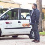 Enrico Brignano versione tassista in Tutta un'altra vita di Alessandro Pondi (Italia, 2019)