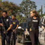 Azione di polizia nel corso di Unbelievable, serie tv creata da Susannah Grant (USA, 2019)