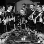 Al centro Marion Davies in uniforme maschile nel corso di Beverly of Graustark di Sydney Franklin (USA, 1926)
