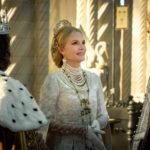 Michelle Pfeiffer in un momento di Maleficent - Signora del male di Joachim Rønning (Maleficent: Mistress of Evil, USA 2019)