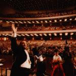 Folle oceaniche per Luciano Pavarotti nel documentario Pavarotti di Ron Howard (USA, UK 2019)