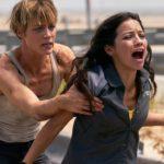 Mackenzie Davis e Natalia Reyes in pericolo nel corso di Terminator - Destino oscuro di Tim Miller (Terminator: Dark Fate, USA, Cina 2019)