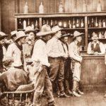 Ambientazione da saloon in The Narrow Trail di William S. Hart (USA, 1917)