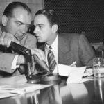 Il senatore Joseph McCarthy e Roy Cohn in un'immagine d'epoca del documentario Where's My Roy Cohn? di Matt Tyrnauer (USA, 2019)