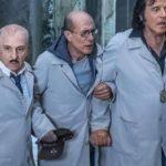 Carlo Biccirosso, Gianmarco Tognazzi e Christian De Sica in un momento di Sono solo fantasmi di Christian De Sica (Italia, 2019)