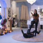 Rosario Dawson in un momento action di Zombieland - Doppio colpo di Ruben Fleischer (Zombieland: Double Tap, USA 2019)