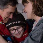 Billy Cudrup, Emma Nelson e Cate Blanchett in un toccante momento di Che fine ha fatto Bernadette? di Richard Linklater (Where'd You Go Bernadette?, USA 2019)