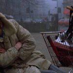 Jeremy Irons in condizioni di difficoltà durante Moonlighting di Jerzy Skolimowski (UK, 1982)
