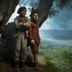 I giovanissimi Alessio Di Domenicantonio (Lucignolo) e Federico Ielapi in un momento di Pinocchio di Matteo Garrone (Italia, 2019)