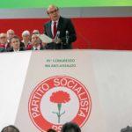 Il leader socialista sul palco durante Hammamet di Gianni Amelio (Italia, 2020)