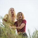 Portia Doubleday e Lucy Hale in un momento tensivo di Fantasy Island di Jeff Wadlow (USA, 2020)