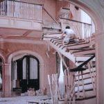 """Tom Hanks in una situazione """"critica"""" durante Casa dolce casa? di Richard Benjamin (The Money Pit, USA 1986)"""