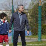 Massimo Ghini con il piccolo Pablito in un'immagine tratta da La volta buona di Vincenzo Marra (Italia, 2019)
