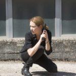 Cristiana Capotondi nei panni del deifensore della legge in Bella da morire, fiction tv diretta da Andrea Molaioli (Italia, 2020)
