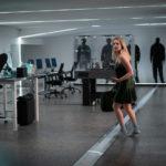 Ancora Elisabeth Moss in fuga nel corso de L'uomo invisibile di Leigh Whannell (The Invisible Man, USA, Australia 2020)