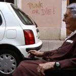 Caroline, l'anziana donna del titolo in un momento del documentario Madame di Stéphane Riethauser (Svizzera, 2019)