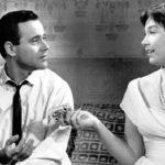 Jack Lemmon e Shirley MacLaine in un momento de L'appartamento di Billy Wilder (The Apartment, USA 1960)