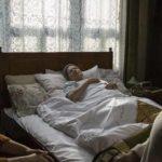 Una dolente immagine tratta da Focus, Grandma di Pjer Žalica (Koncentriši se, baba, Bosnia Erzegovina, Turchia 2020)