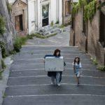 Alba Rohrwacher e la piccola Maayane Conti in un momento del corto BMM - Being My Mom di Jasmine Trinca (Italia, 2020) foto Alberto Novelli