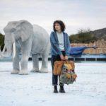 Un'altra, surreale, immagine di Jasmine Trinca in Guida romantica a posti perduti di Giorgia Farina (Italia, 2020)