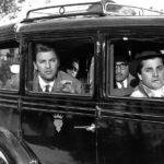 I protagonisti in macchina durante I vitelloni di Federico Fellini (Italia, Francia 1953)