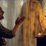 Una curiosa immagine tratta dal cortometraggio Il vento sotto i piedi di Kassim Yassin Saleh (Italia, 2020)
