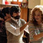 Luigi Lo Cascio e Alba Rohrwacher in un'immagine felice tratta da Lacci di Daniele Luchetti (Italia, 2020)