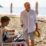 Vita da spiaggia per Laura Morante e Silvio Orlando in Lacci di Daniele Luchetti (Italia, 2020)