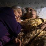 Dimostrazioni d'affetto durante Le sorelle Macaluso di Emma Dante (Italia, 2020)