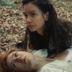 Vanessa Kirby e Katherine Waterstone in un momento intimo di The World to Come di Mona Fastvold (USA, 2020)